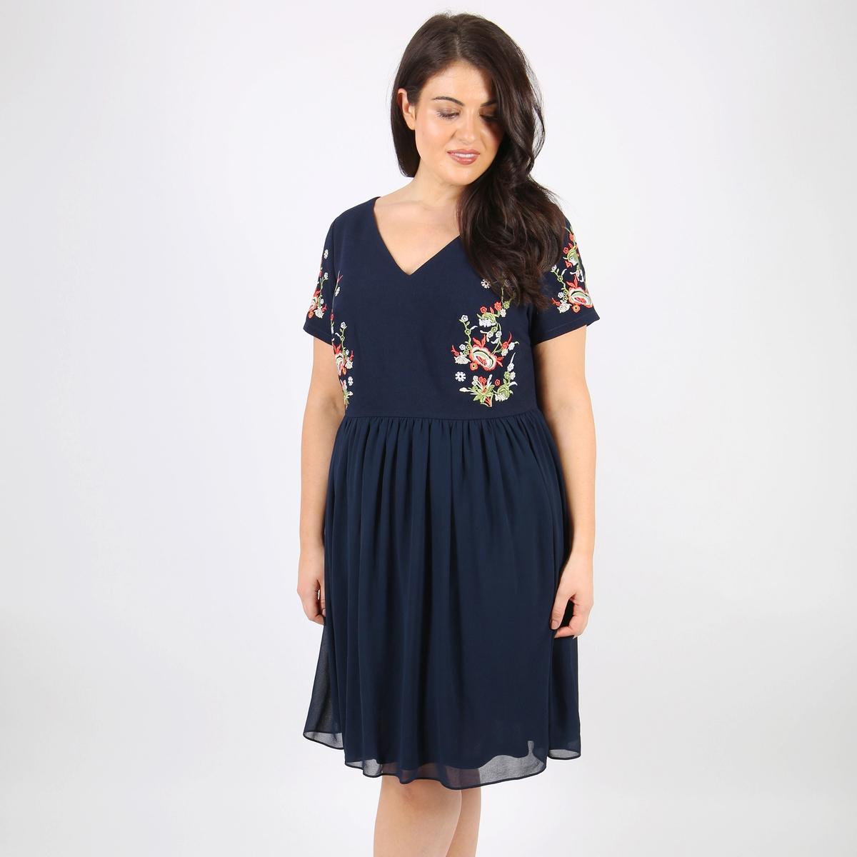 Платье расклешенное с рисунком и короткими рукавами
