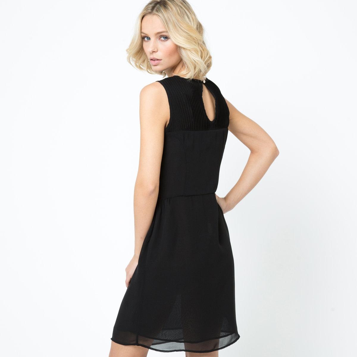 ПлатьеПлатье из 100% полиэстера. Подкладка из крепа, 100% полиэстера. Вырез-капелька с застежкой на пуговицу сзади. Длина ок. 94 см.Слегка прозрачная модель. Рекомендуем носить вместе с нижним платьем.<br><br>Цвет: черный<br>Размер: 42 (FR) - 48 (RUS).48 (FR) - 54 (RUS)