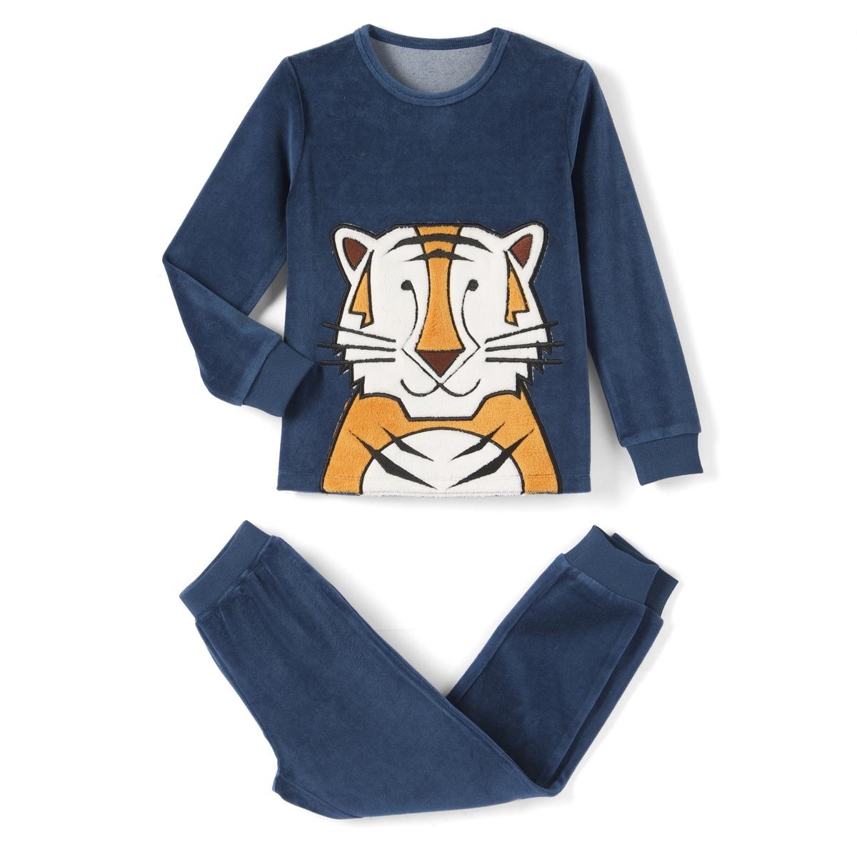 Пижама из велюра, 3-12 летВелюровая пижама, состоящая из верха с длинными рукавами и однотонных брюк. Верх с нашивкой тигр спереди. Круглый вырез. Брюки с эластичным поясом.Состав и описание : Материал      Велюр 75% хлопка, 25% полиэстераУход : Машинная стирка при 30°C с вещами подобных цветов.Стирка и глажка с изнаночной стороны.Машинная сушка на умеренном режиме.Гладить при низкой температуре.Низ брючин связан в рубчик.<br><br>Цвет: синий
