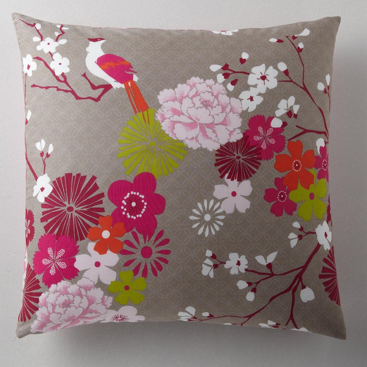 Наволочка Мисс КитайКачество VALEUR SURE. Красивое сочетание китайских мотивов и теплых тонов. Прямоугольная и квадратная: цветочный рисунок с одной стороны, мелкий рисунок с другой. На подушку-валик: мелкий рисунок. 100% хлопка. Стирка при 60°. Размер: 50 х 70 см : прямоуг. 63 х 63 см : квадрат. 85 х 185 см : валик<br><br>Цвет: набивной рисунок