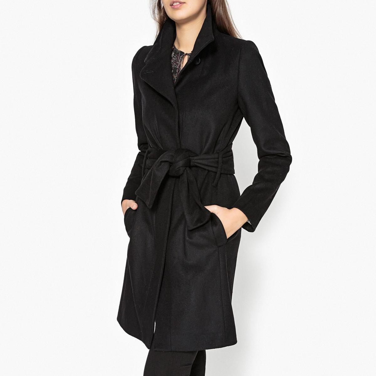 Пальто длинное с воротником-стойкойОписание:Длинное пальто IKKS с воротником-стойкой и завязками на поясе.Детали •  Длина : удлиненная модель •  Воротник-стойка • Застежка на пуговицыСостав и уход •  100% шерсть •  Наполнитель : 40% вискозы, 60% полиэстера •  Следуйте советам по уходу, указанным на этикетке<br><br>Цвет: черный<br>Размер: 38 (FR) - 44 (RUS)