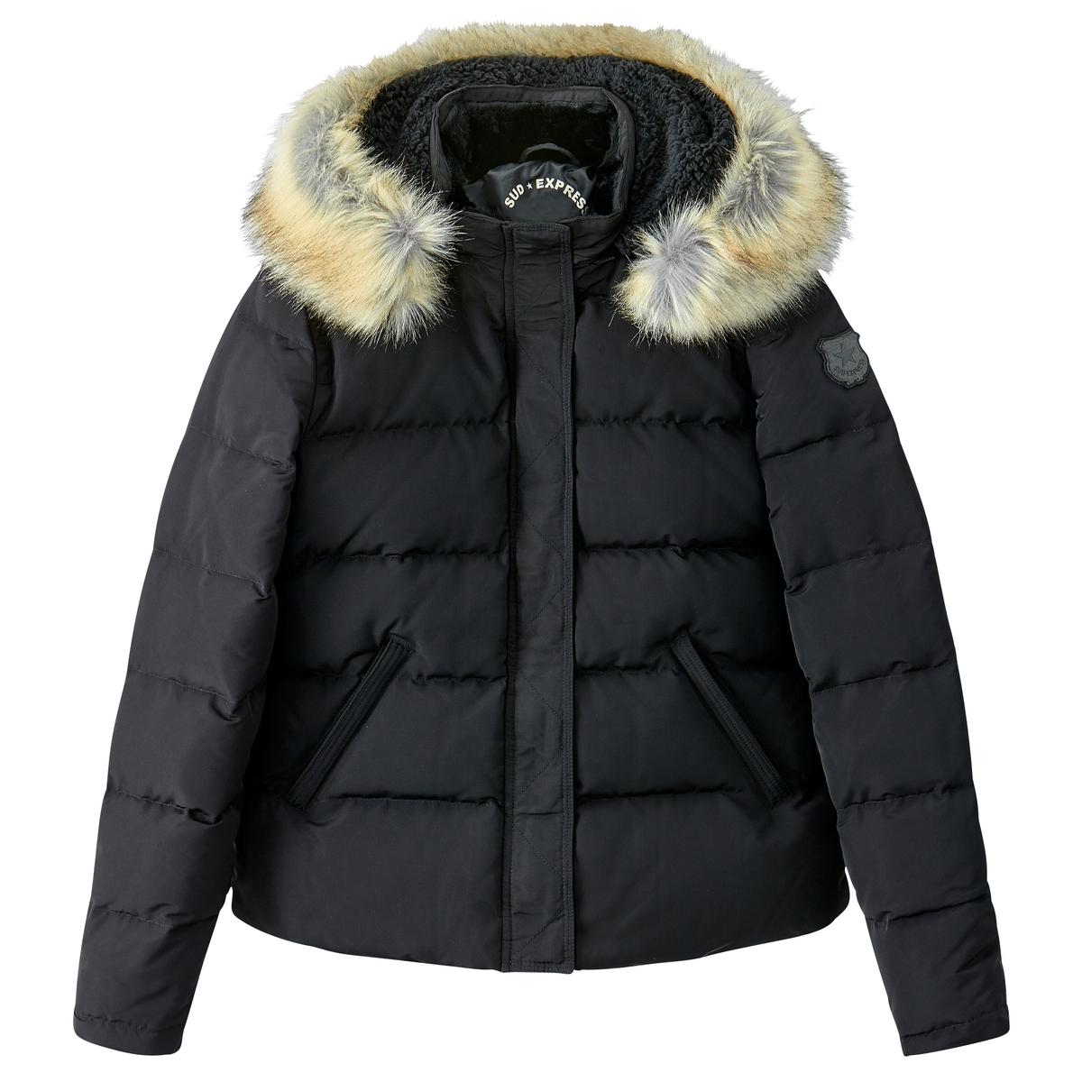 Куртка стеганая короткая с капюшономНельзя обойтись без этой стеганой куртки ! С большим капюшоном с искусственным мехом . Отличная куртка для зимы !Детали •  Длина : укороченная •  Капюшон •  Застежка на молнию •  С капюшономСостав и уход 100% полиэстер, наполнитель 100% пух •  Следуйте советам по уходу, указанным на этикетке<br><br>Цвет: черный<br>Размер: L.S