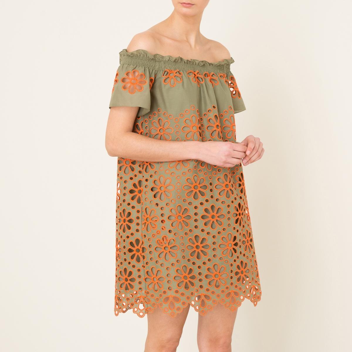 Платье GIPSYПлатье короткое VALERIE KHALFON - модель GIPSY с контрастной английской вышивкой, открытый вырез . Вырез с оборками и воланом, открытые плечи . короткие рукава. Волнистый низ Состав и описание    Материал : 100% хлопок   Марка : VALERIE KHALFON<br><br>Цвет: хаки<br>Размер: 38 (FR) - 44 (RUS)
