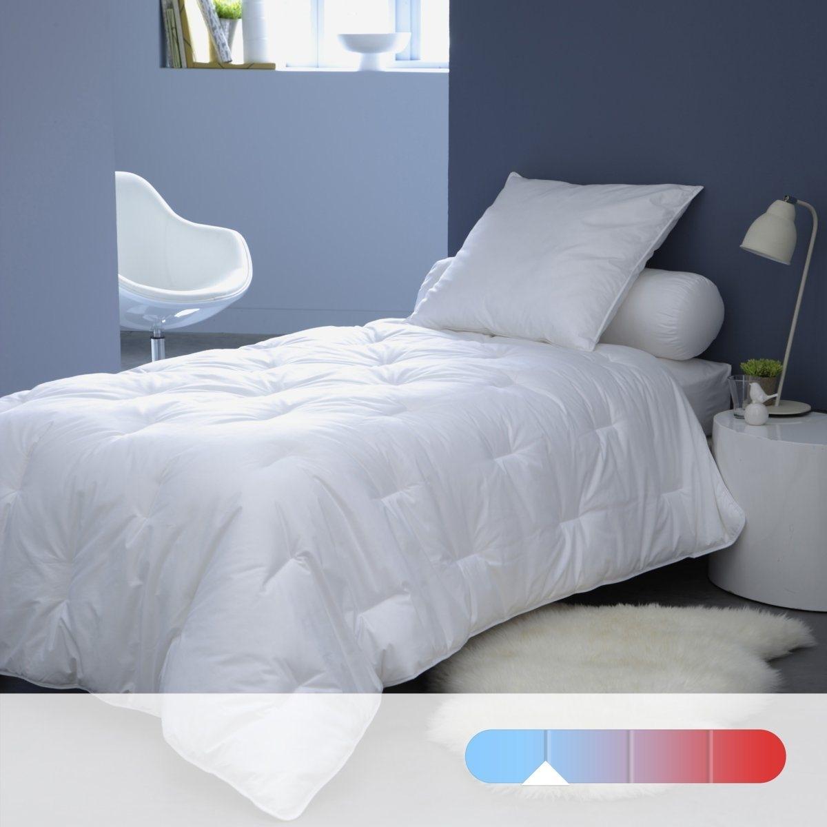 Синтетическое одеяло LESTRA, 175 г/м?Регулируемое тепло и легкость одеяла QUALLOFIL-AIR с обработкой Allerban против бактерий, клещей и грибка гарантирует вам спокойный сон на всю ночь. Качество наполнителя VALEUR S?RE: эксклюзивный состав из полых силиконизированных волокон, ультрапышных и суперлегких, из 100% полиэстера, обеспечивают циркуляцию воздуха и выводят влагу. Чехол из 100% хлопка. Отделка кантом из хлопка. Простежка пунктиром. Стирка при 40°, возможна машинная сушка при умеренной температуре. Идеально при температуре воздуха в комнате  18-22°. Плотность 175 г/м?.<br><br>Цвет: белый