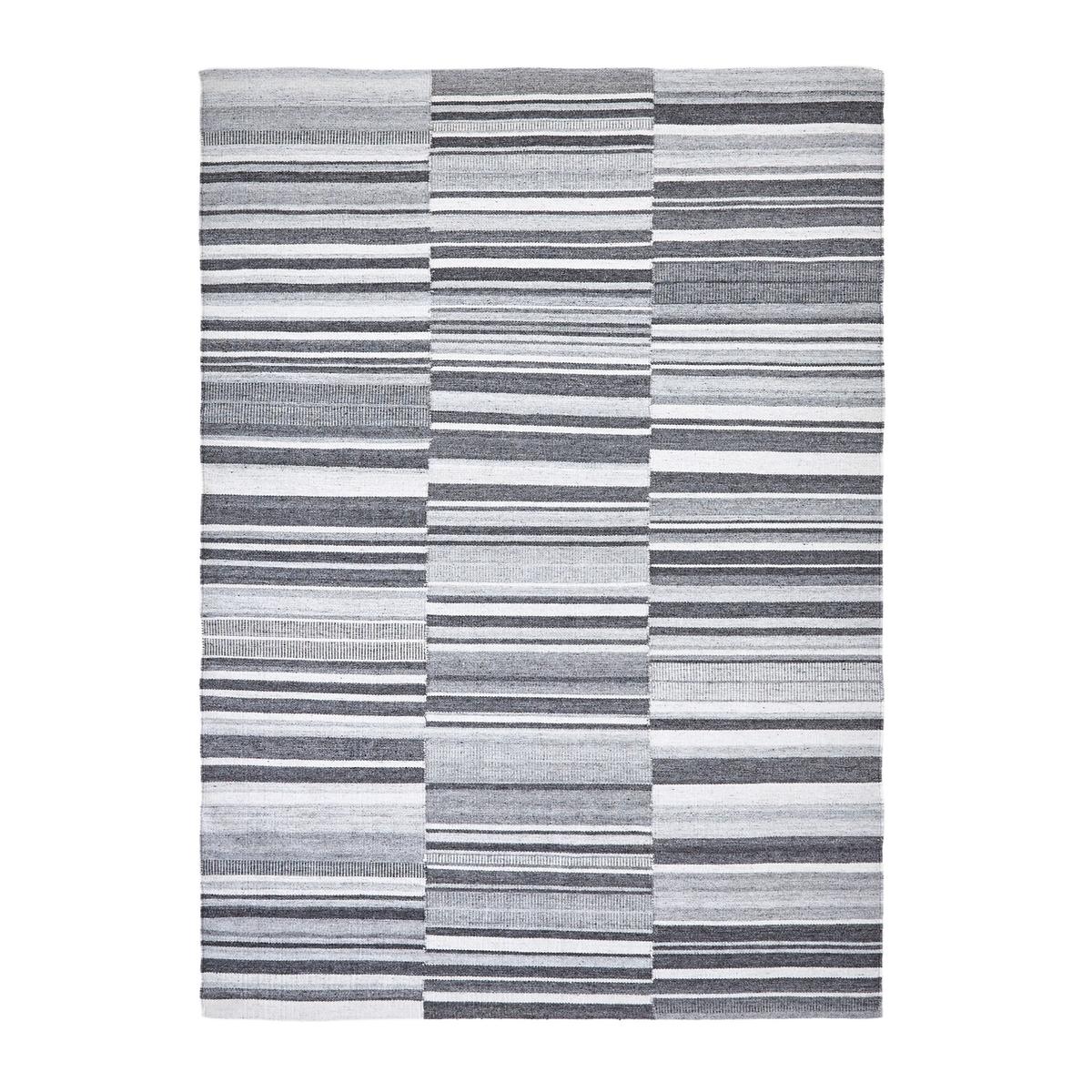 Ковер тканый с узором в восточном стиле, GilderoyКовер Gilderoy. Графичный ковер в современном стиле с рисунком в неровную полоску серого и черного цветов на бежевом фоне.Естественный термо и звукоизолятор, ковер соединяет пространство, согревает комнату, создает ощущение благополучия и комфорта. Это элемент декора, который придает стиль и атмосферу.Состав :- 50% шерсти, 50% вискозыХарактеристики :- Способ производства : ручное плетение.- Вес : 1500 г/м?Уход :регулярно чистить пылесосом. В случае появления пятен сразу промокнуть их чистой влажной тряпкой. Рекомендуется сухая чистка.Размеры ковра :Размер 1 :Ширина : 120 смДлина : 180 смРазмер 2 :Ширина : 160 смДлина : 230 смРазмер 3 :Ширина : 200 смДлина : 290 см.Доставка :Возможна доставка до квартиры по предварительному согласованию !Внимание ! Убедитесь, что дверные, лестничные и лифтовые проемы позволяют осуществить доставку ковра таких габаритов.<br><br>Цвет: серый в полоску