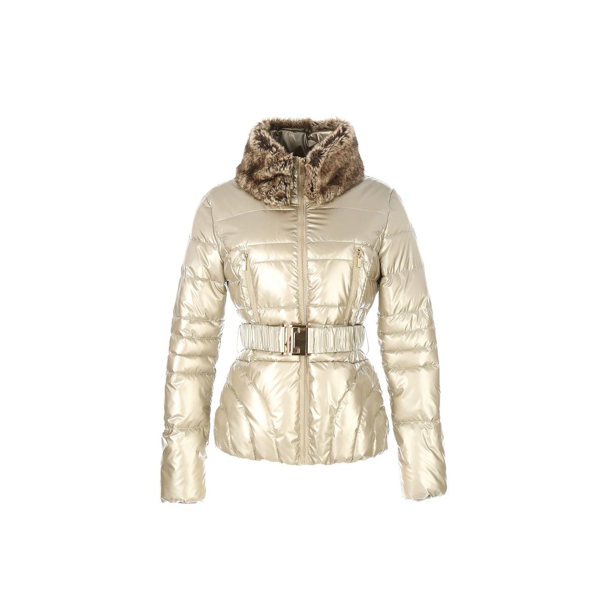 Куртка стеганая средней длины с ремешкомTALENT от DERHYЭта утепленная куртка замечательного цвета сделает вас самой яркой в этом сезоне . Большой воротник с невероятно комфортным  искусственным мехом !Детали •  Длина : укороченная •  Воротник-стойка •  Цветочный рисунок •  Застежка на молниюСостав и уход •  100% полиамид •  Следуйте советам по уходу, указанным на этикетке<br><br>Цвет: золотистый<br>Размер: L