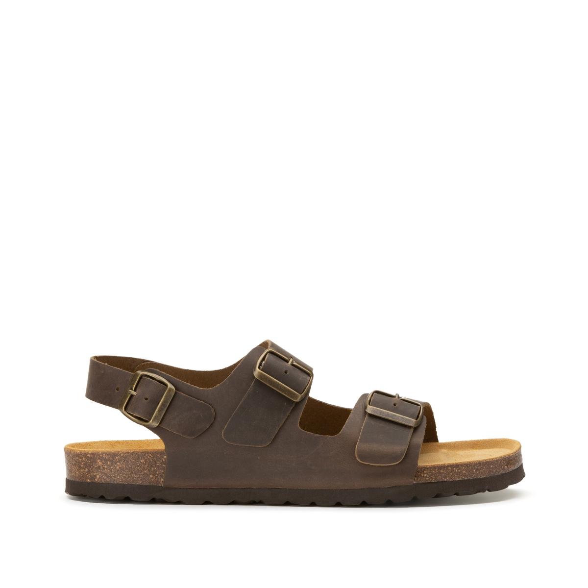 Sandálias em pele, presilhas largas