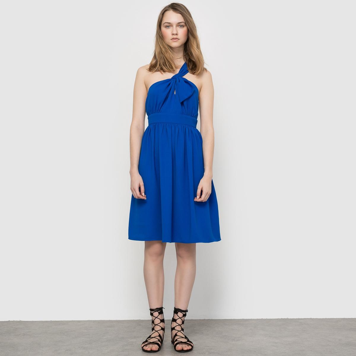 ПлатьеПлатье торжественное . Пояс со складкми. Складки под грудью. Застежка на молнию сбоку. Свободные вырез и плечи, бант спереди сбоку. Состав и описание :Материал : 100% полиэстера.Длина : 88 см. Марка : MADEMOISELLE R<br><br>Цвет: синий