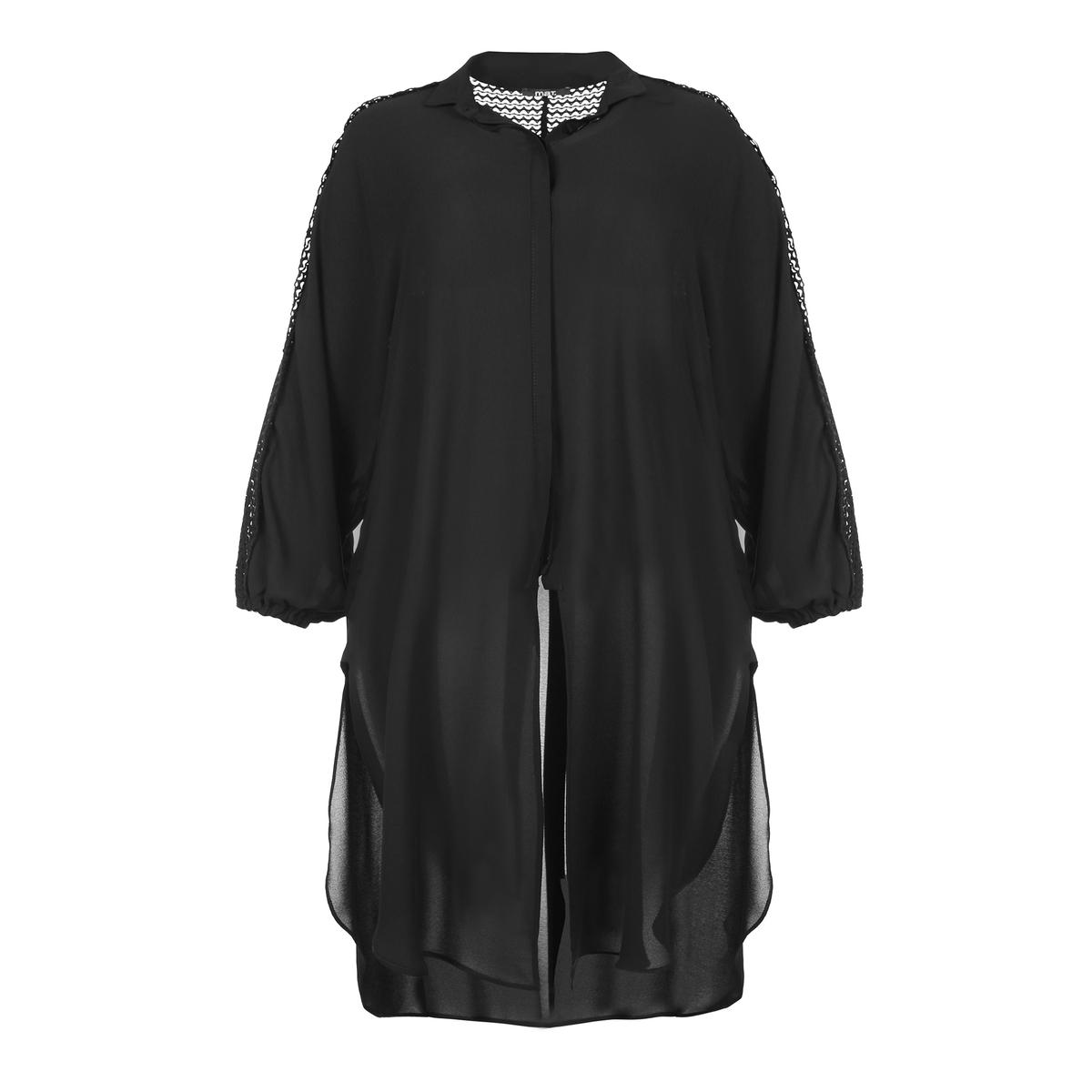 ТуникаАсимметричная туника-рубашка из очень тонкой струящейся ткани. Длинные рукава со складками, кружево от плеч до низа. Рубашечный воротник со скрытой застежкой на пуговицы. Красивая туника одного размера, соответствует 46-54 размерам.<br><br>Цвет: черный