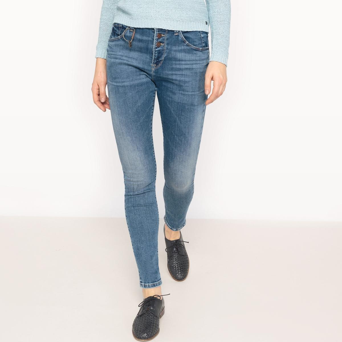 Джинсы-бойфрендМатериал: 98% хлопка, 2% эластана. Высота пояса: стандартная.Покрой джинсов: бойфит.Длина джинсов: длина 32.<br><br>Цвет: синий потертый<br>Размер: 31 длина 32.26 длина 32.25 длина 30