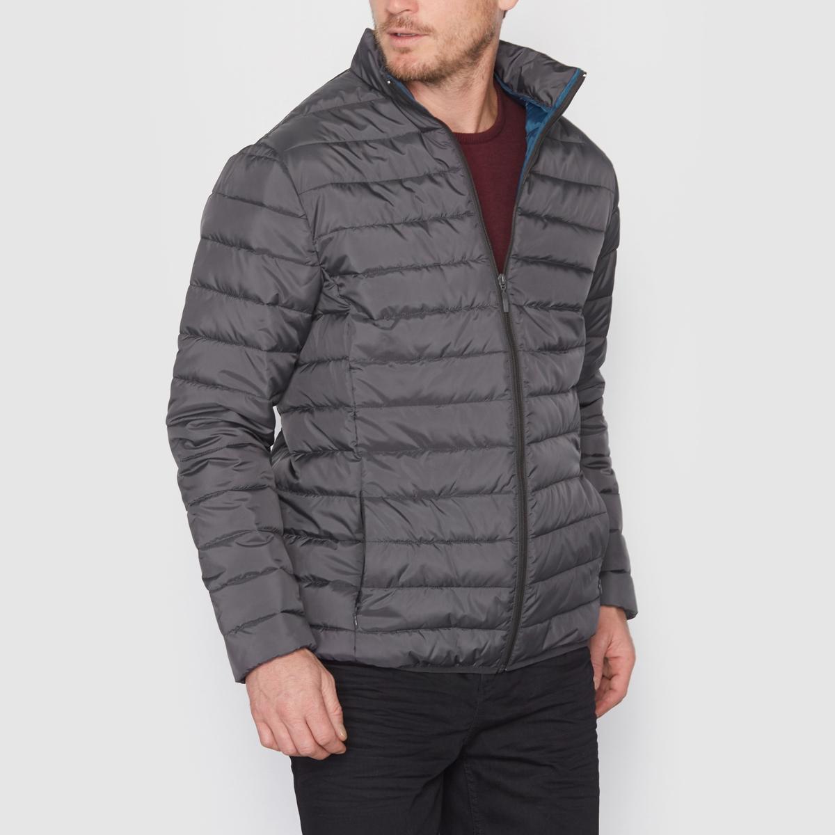 Куртка стёганая тонкая с длинными рукавамиКуртка стёганая тонкая с длинными рукавами. Небольшой воротник-стойка. Застежка на молнию спереди. 2 боковых кармана на молнии. 2 внутренних кармана. 100% полиэстер, внутренний подклад контрастный из 100% полиэстера. Длина 77 см.<br><br>Цвет: бордовый,темно-синий<br>Размер: 50/52