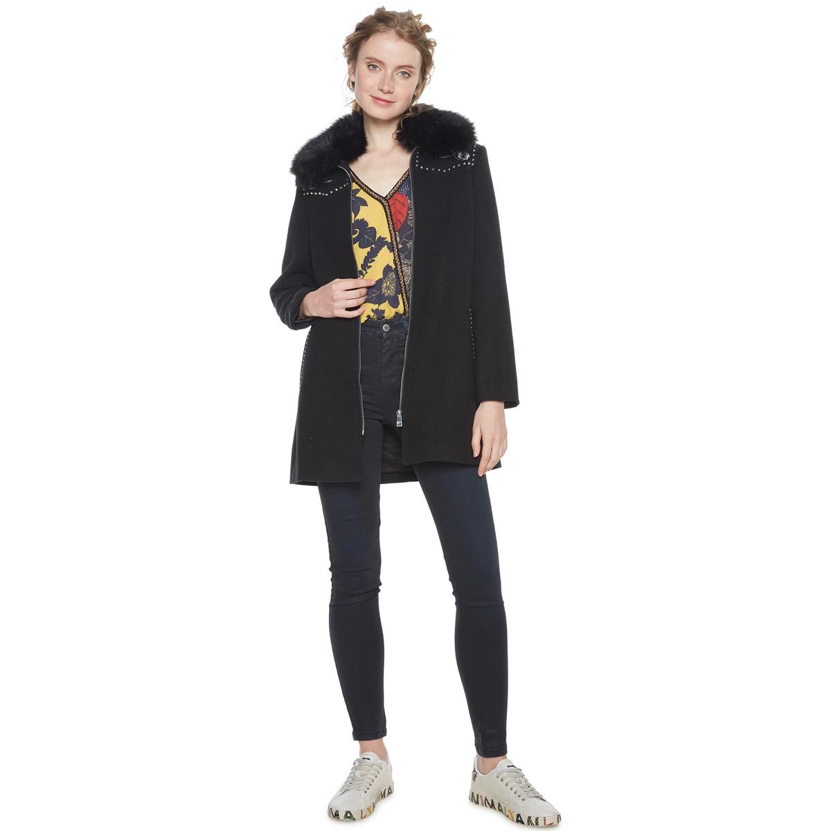 Пальто средней длины  воротником из искусственного меха