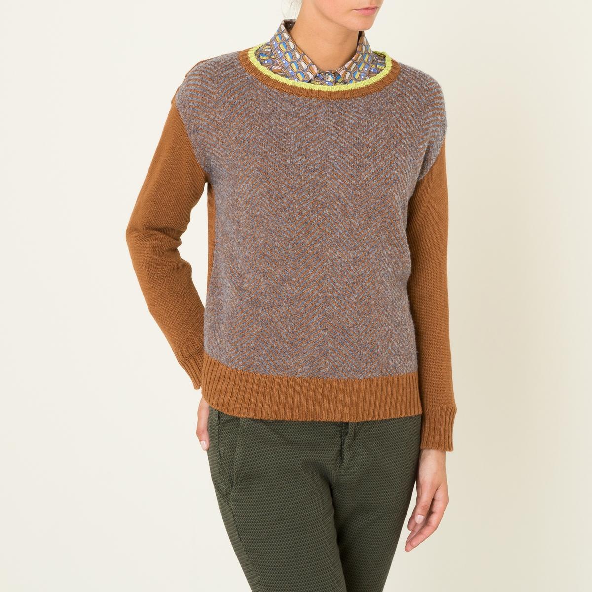 Пуловер короткийКороткий пуловер NIU - двухцветная модель с жаккардовым рисунком. Круглый вырез с краями в двухцветный рубчик. Однотонные длинные рукава. Основная часть с жаккардовым рисунком. Края рукавов и низа связаны в однотонный рубчик. Прямой покрой.Состав и описание Материал : 50% полиамида, 40% вискозы, 10% шерстиМарка : NIU<br><br>Цвет: темно-бежевый<br>Размер: S