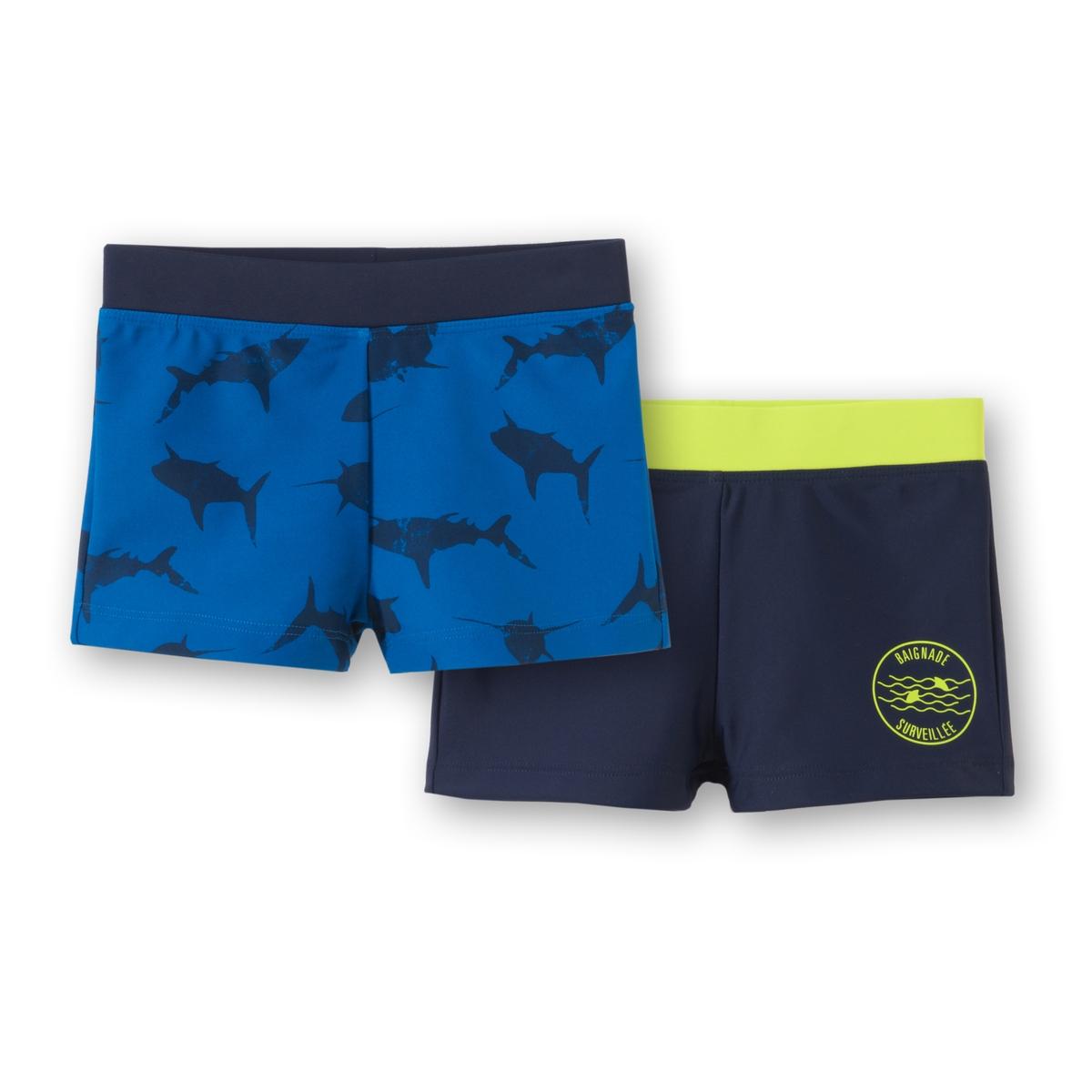 Комплект из 2 шортов для плавания, 3-12 летШорты для плавания с эластичным поясом. Комплект из 2 штук.Состав и описаниеМатериал          80% полиамида, 20% эластанаМарка:          R ?ditionУходМашинная стирка при 30° с одеждой такого же цвета.Стирать с изнаночной стороныМашинная сушка запрещенаНе гладить<br><br>Цвет: рисунок + темно-синий<br>Размер: 5 лет - 108 см.4 года - 102 см.6 лет - 114 см.3 года - 94 см