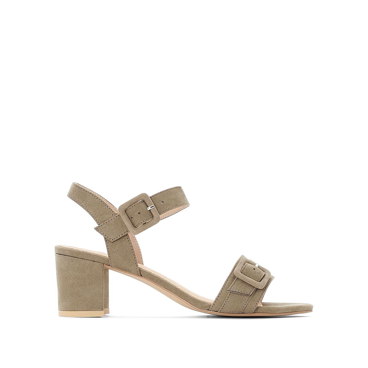 Sandalias con tacón medio