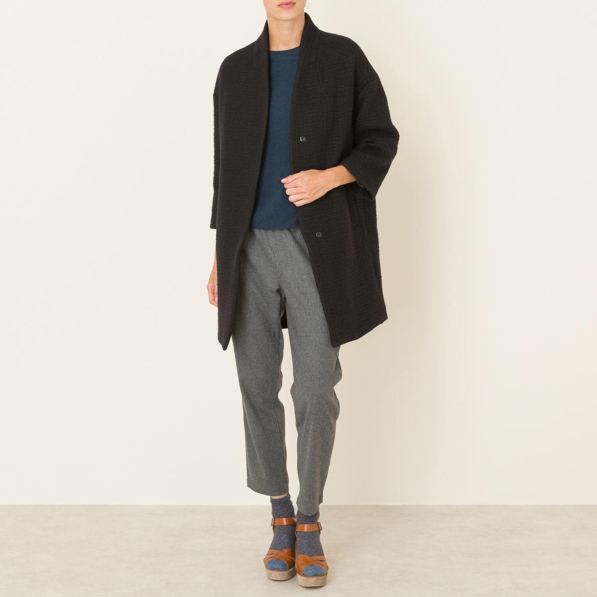 Пальто длинноеДлинное пальто POMANDERE - покрой оверсайз, без воротника, из шерстяного драпа. Небольшой стоячий воротник с застежкой на скрытую пуговицу. Широкие длинные рукава, приспущенная пройма. 2 больших прорезных кармана. На подкладке. Состав и описание Материал : 100% полиэстерМарка : POMANDERE<br><br>Цвет: серо-коричневый,черный
