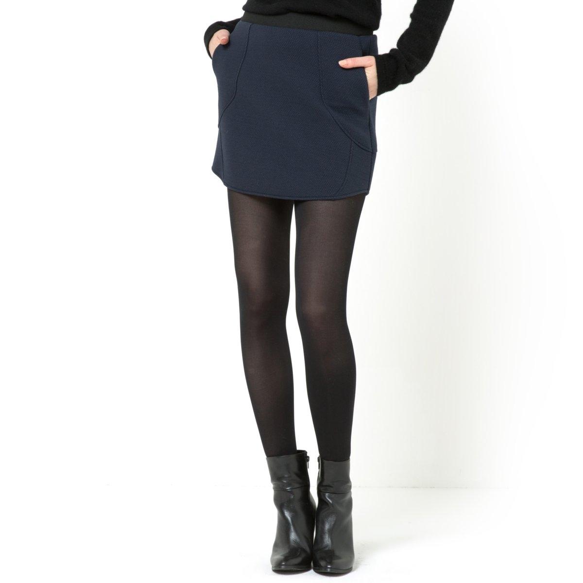 Юбка спортивнаяСпортивная юбка с рельефной фактурой. Несколько декоративных вырезов. 2 кармана. 54% полиэстера, 33% хлопка, 11,5% полиамида, 1,5% эластана.Длина 40 см.<br><br>Цвет: синий морской<br>Размер: 40 (FR) - 46 (RUS).48 (FR) - 54 (RUS)