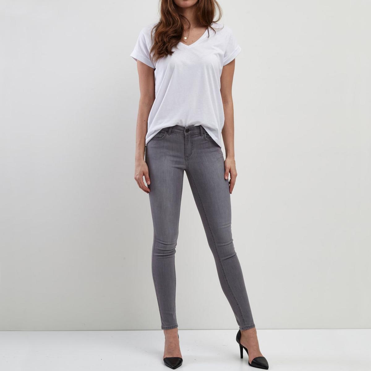 Узкие джинсыДетали •  Узкие •  Стандартная талия Состав и уход •  3% вискозы, 68% хлопка, 2% эластана, 27 % полиэстера •  Следуйте советам по уходу, указанным на этикетке<br><br>Цвет: светло-серый<br>Размер: S