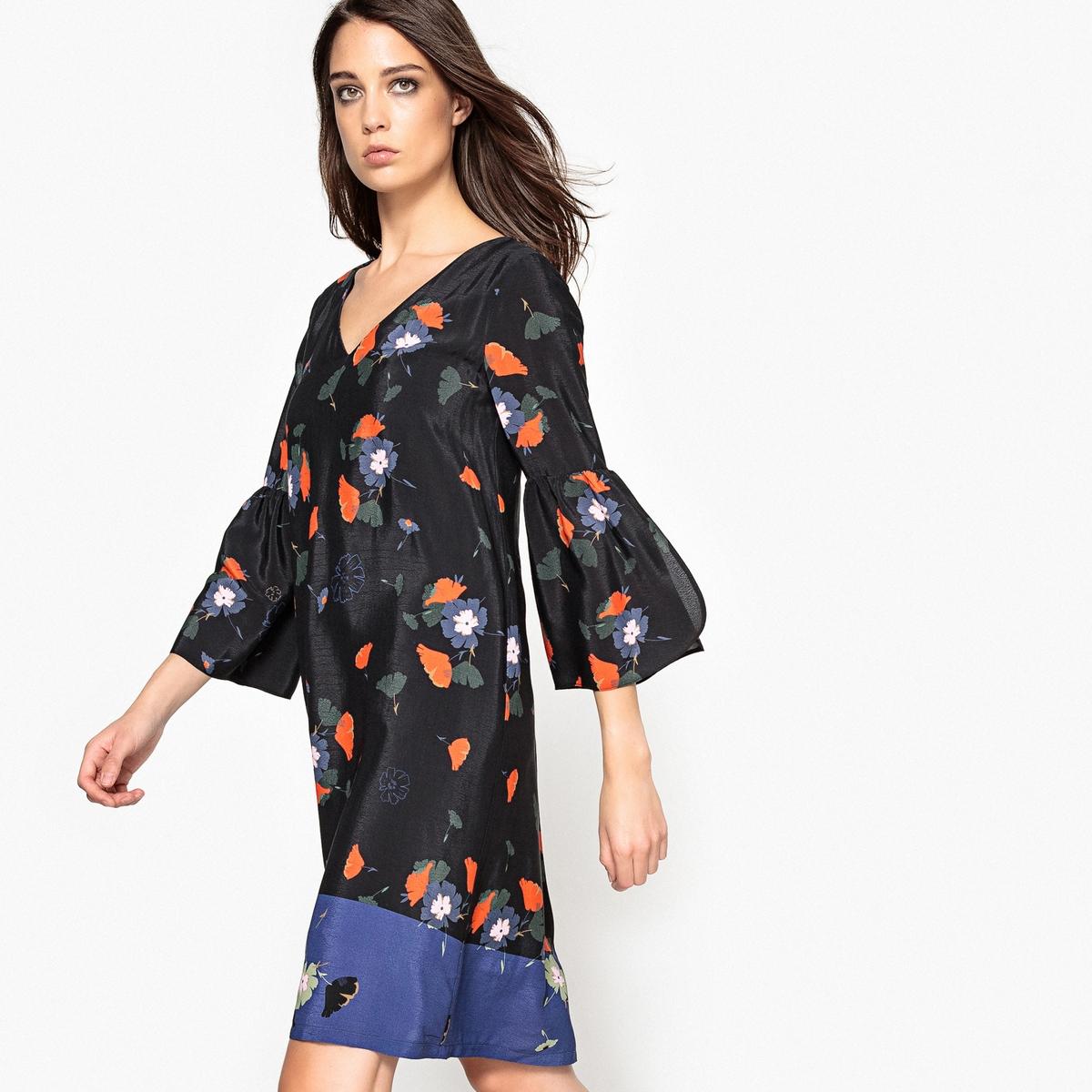 Платье прямое с цветочным рисунком и воланами на рукавах платье с цветочным рисунком и небольшими воланами в полоску спереди
