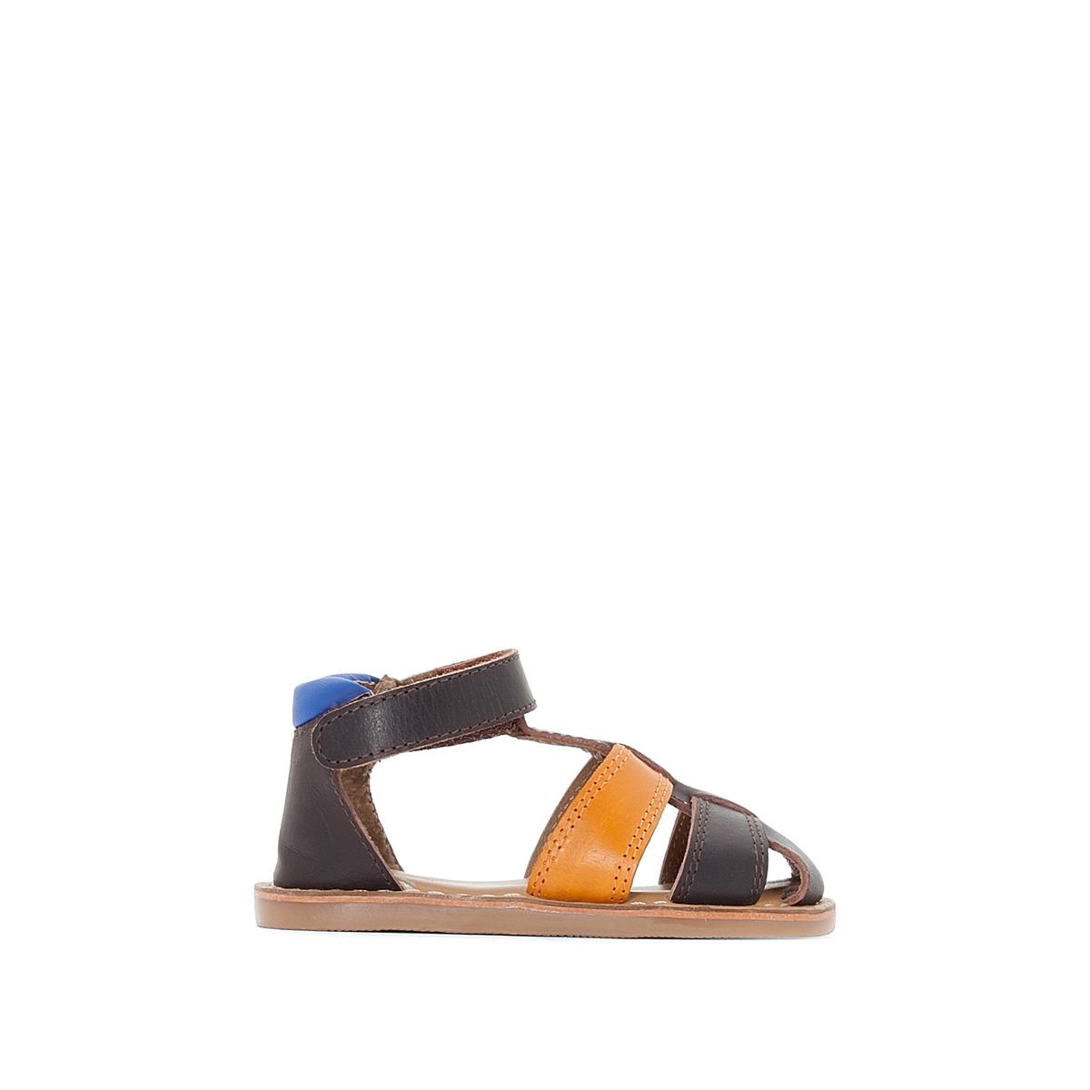 Sandálias em pele com presilha autoaderente, do 19 ao 25