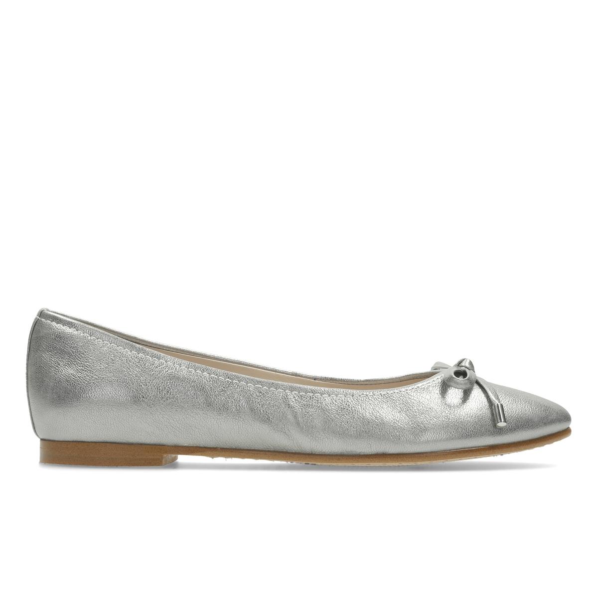 Балетки Grace LilyВерх : Кожа.   Подкладка : Кожа.   Стелька : Кожа.   Подошва : Каучук   Высота каблука : 1 см.   Форма каблука : плоский каблук   Мысок : закругленный   Застежка : Без застежки<br><br>Цвет: серебристый