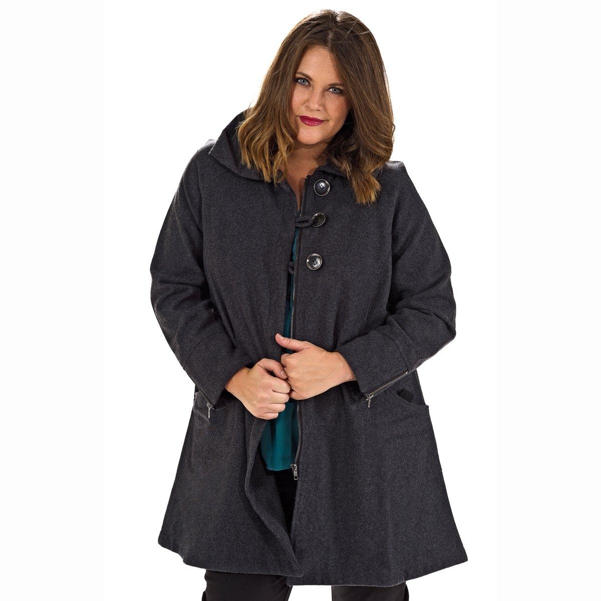 ПальтоТеплое пальто на молнии в форме трапеции MELLEM, 50% шерсти. Основной материал: 50% полиэстера, 50% шерсти. Подкладка : 100% полиэстера.Форма трапеции, рукава реглан для максимального комфорта. Хлястик позволит вам подчеркнуть талию по вашему вкусу. Крупные пуговицы и металлические молнии внизу рукавов придают модели современный вид. Объемный воротник, теплый и женственный. Рукава на подкладке из сатина, перед и спинка без подкладки: так удобнее и подкладка не порвется. Швы закрыты сатиновым кантом для безупречного вида.<br><br>Цвет: серый<br>Размер: 46 (FR) - 52 (RUS)