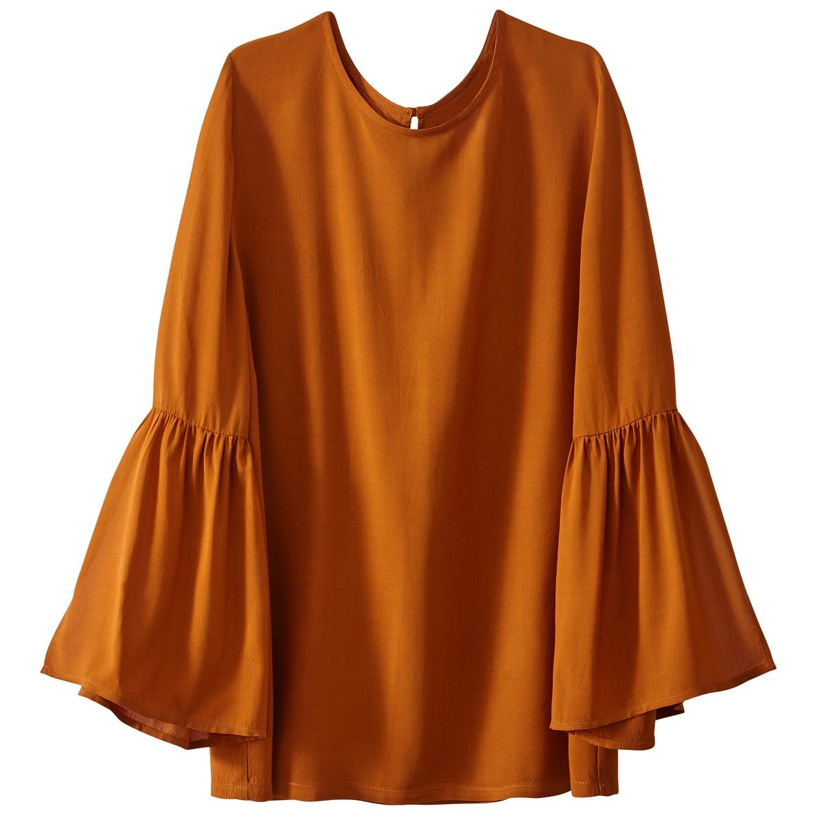 Блузка из вискозы с расклешенными рукавами