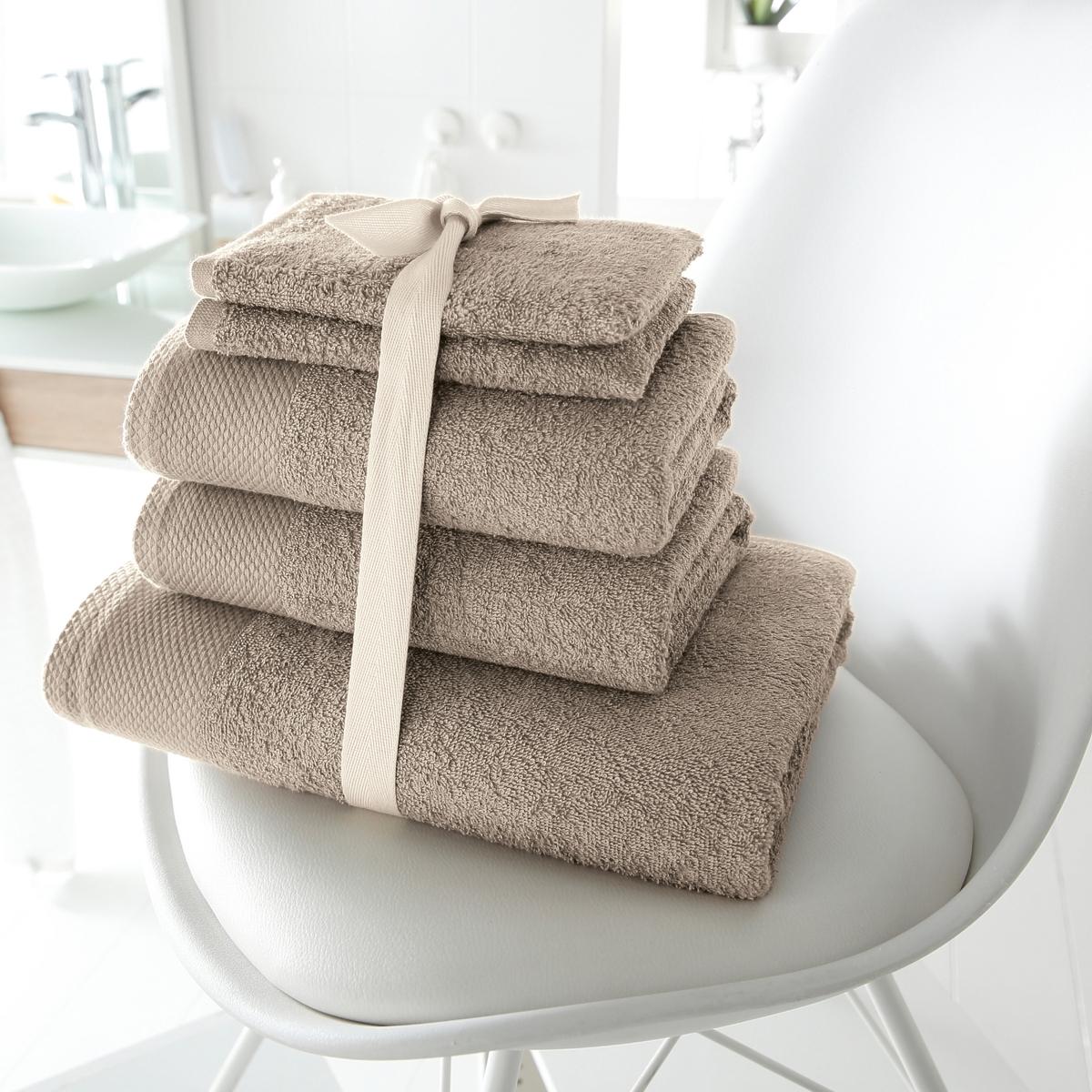 Комплект для ванной, 420 г/м?Махровая ткань, 100% хлопка, 420 г/м?. Стирка при 60°. 1 банное полотенце 70 х 140 см + 2 полотенца 50 х 100 см + 2 банные рукавички 15 х 21 см.<br><br>Цвет: белый,голубой бирюзовый,гренадин,зеленый анис,темно-серо-каштановый светлый