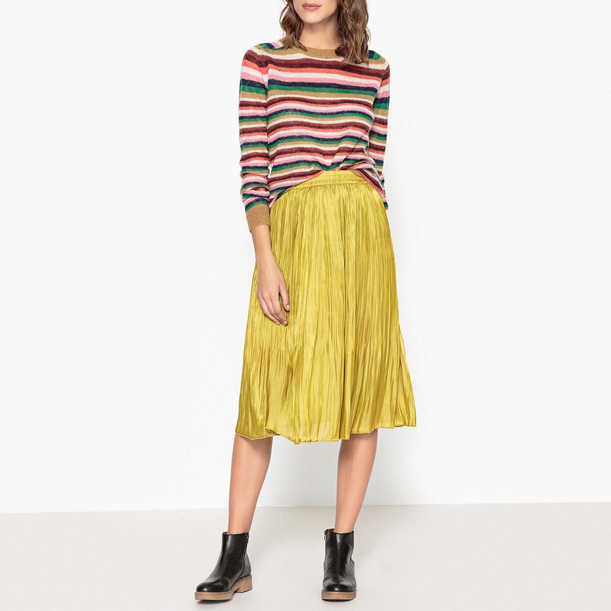 Пуловер в разноцветную полоску