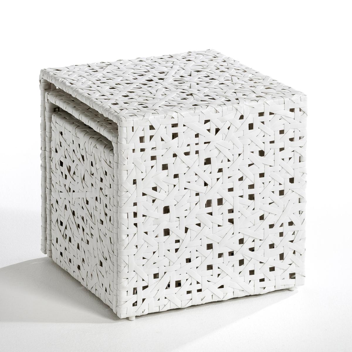 Столик журнальный C?lian (3 шт)Комплект из 3 столиков : 1 в форме куба + 2 стола матрешки  .Из плетеного вручную пластика .- 1 маленький куб : 32 x 40 x 32 см .- 1 стол матрешка: 36 x 40 x 36 см- 1 стол матрешка : 40 x 40 x 40 см .<br><br>Цвет: белый<br>Размер: комплект из 3