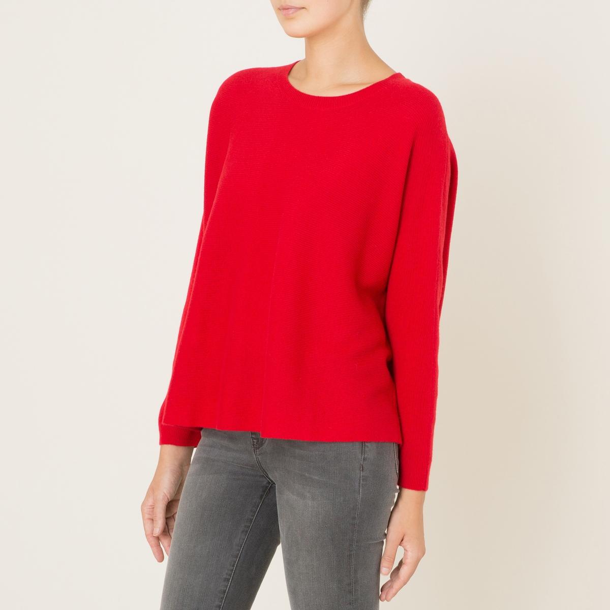 Пуловер из кашемираПуловер с круглым вырезом THE KOOPLES SPORT - модель 1335S, 100% кашемир. Края выреза и рукавов связаны в рубчик. Длинные рукава. Прямой покрой.Состав и описание          Материал : 100% кашемир         Вязка в рубчик 99% кашемира, 1% эластана         Марка : THE KOOPLES SPORT<br><br>Цвет: красный