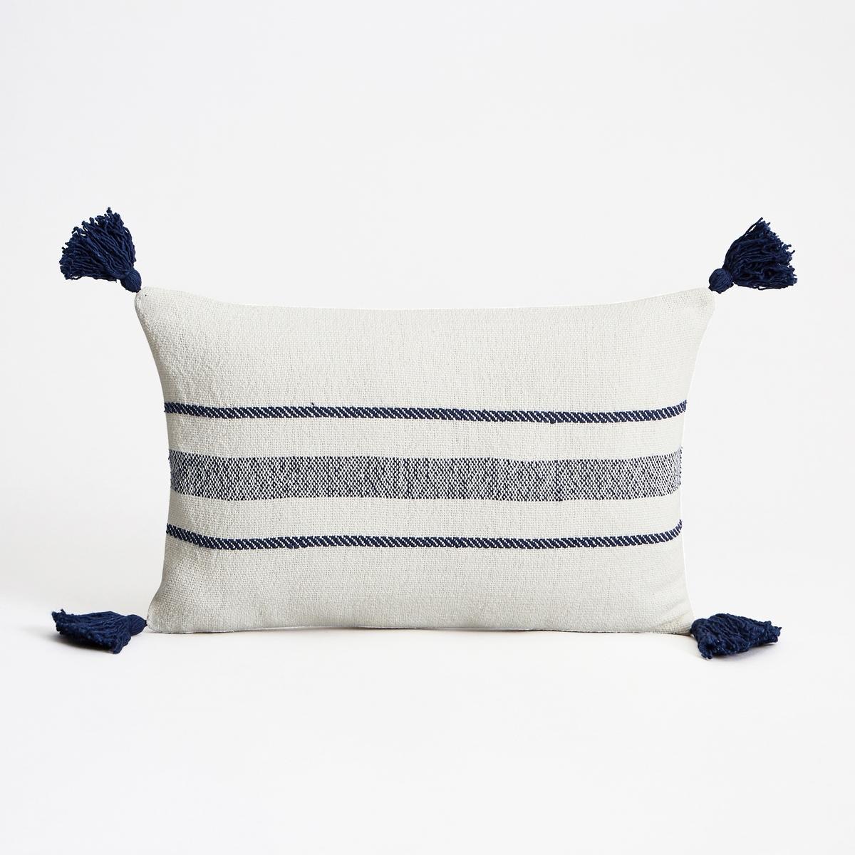 Наволочка на подушку-валик PomponaНаволочка на подушку-валик Pompona. Рисунок в тонкую и широкую полоску в морском стиле, большие кисточки темно-синего цвета по углам. Однотонная оборотная сторона цвета экрю. Из плотной ткани 100% хлопок. Застежка на скрытую молнию вверху. Размеры : 50 x 30 см.<br><br>Цвет: синий