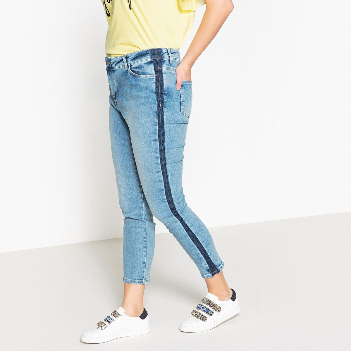 Джинсы узкиеОписание:Великолепные джинсы с полосками по бокам брючин . Нельзя устоять  !Детали •  Узкие •  Стандартная высота поясаСостав и уход •  98% хлопка, 2% эластана •  Следуйте рекомендациям по уходу, указанным на этикетке изделияТовар из коллекции больших размеров •  Длина по внутр. шву 68 см, ширина по низу 16,2 см<br><br>Цвет: голубой потертый<br>Размер: 42 (FR) - 48 (RUS).58 (FR) - 64 (RUS).56 (FR) - 62 (RUS).54 (FR) - 60 (RUS).50 (FR) - 56 (RUS).48 (FR) - 54 (RUS)