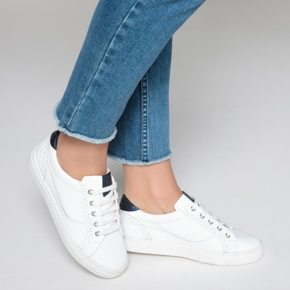 Zapatillas deportivas de piel con detalle troquelado en el talón