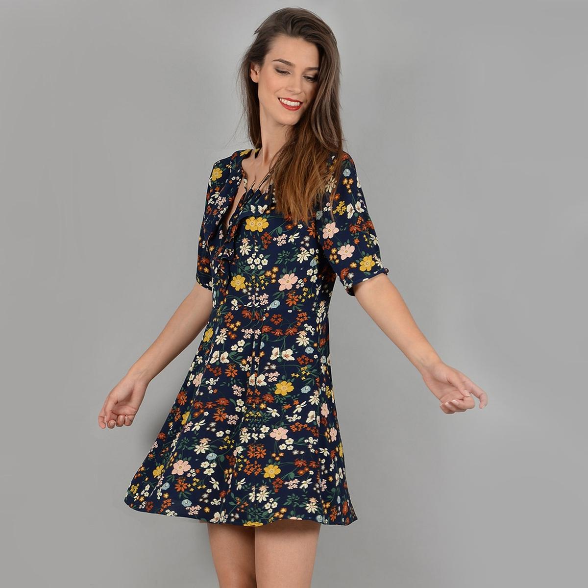 Платье расклешенное короткого покроя с рисункомДетали •  Форма : расклешенная •  Укороченная модель •  Короткие рукава    •   V-образный вырез •  Рисунок-принтСостав и уход •  100% полиэстер •  Следуйте рекомендациям по уходу, указанным на этикетке изделия<br><br>Цвет: темно-синий/цветочный рисунок<br>Размер: L
