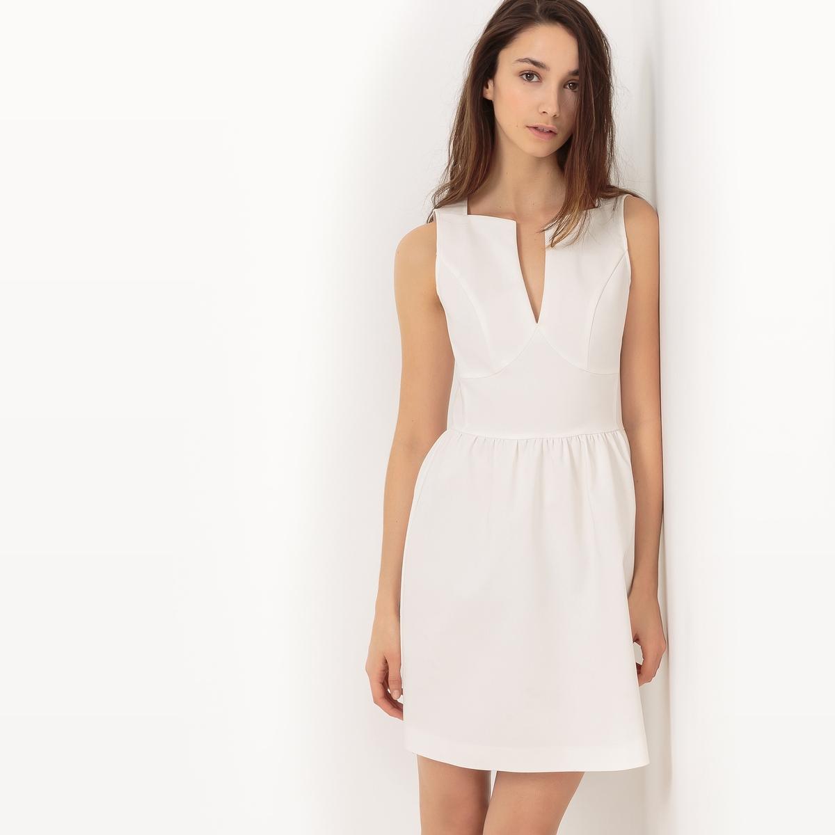 Платье короткое, без рукавовДетали •  Форма : расклешенная •  короткое   •  Без рукавов      •   V-образный вырезСостав и уход • 50% хлопка, 4% эластана, 46% полиамида   •  Следуйте советам по уходу, указанным на этикетке<br><br>Цвет: белый