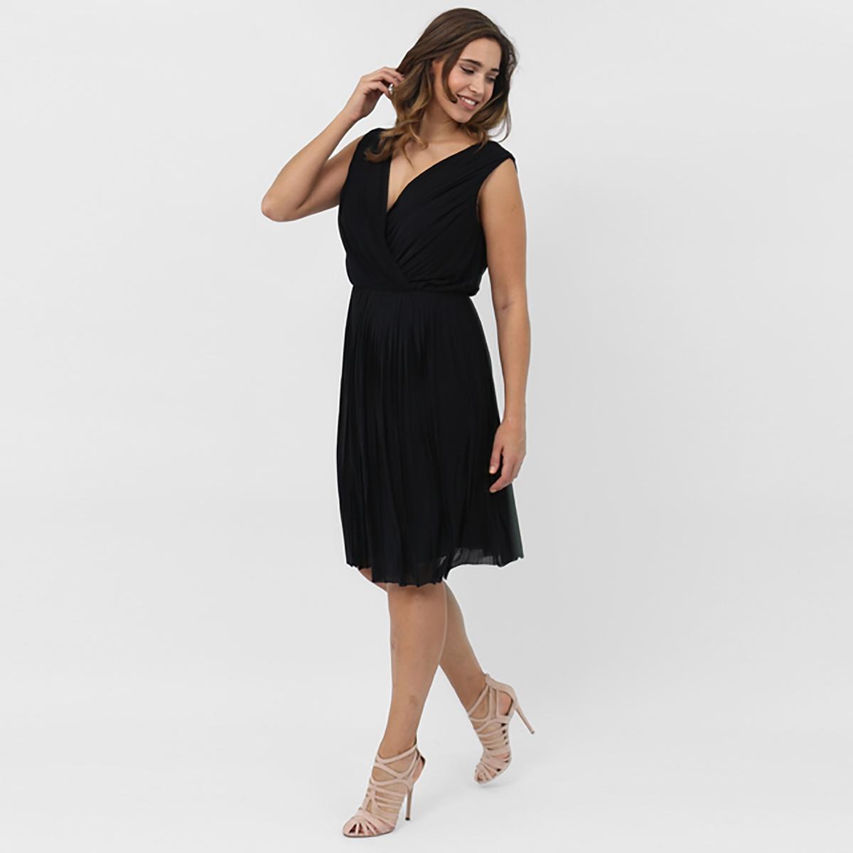 ПлатьеПлатье без рукавов LOVEDROBE. V-образный вырез с запахом. Эффект плиссировки. Длина около 101 см. 100% полиэстера<br><br>Цвет: черный