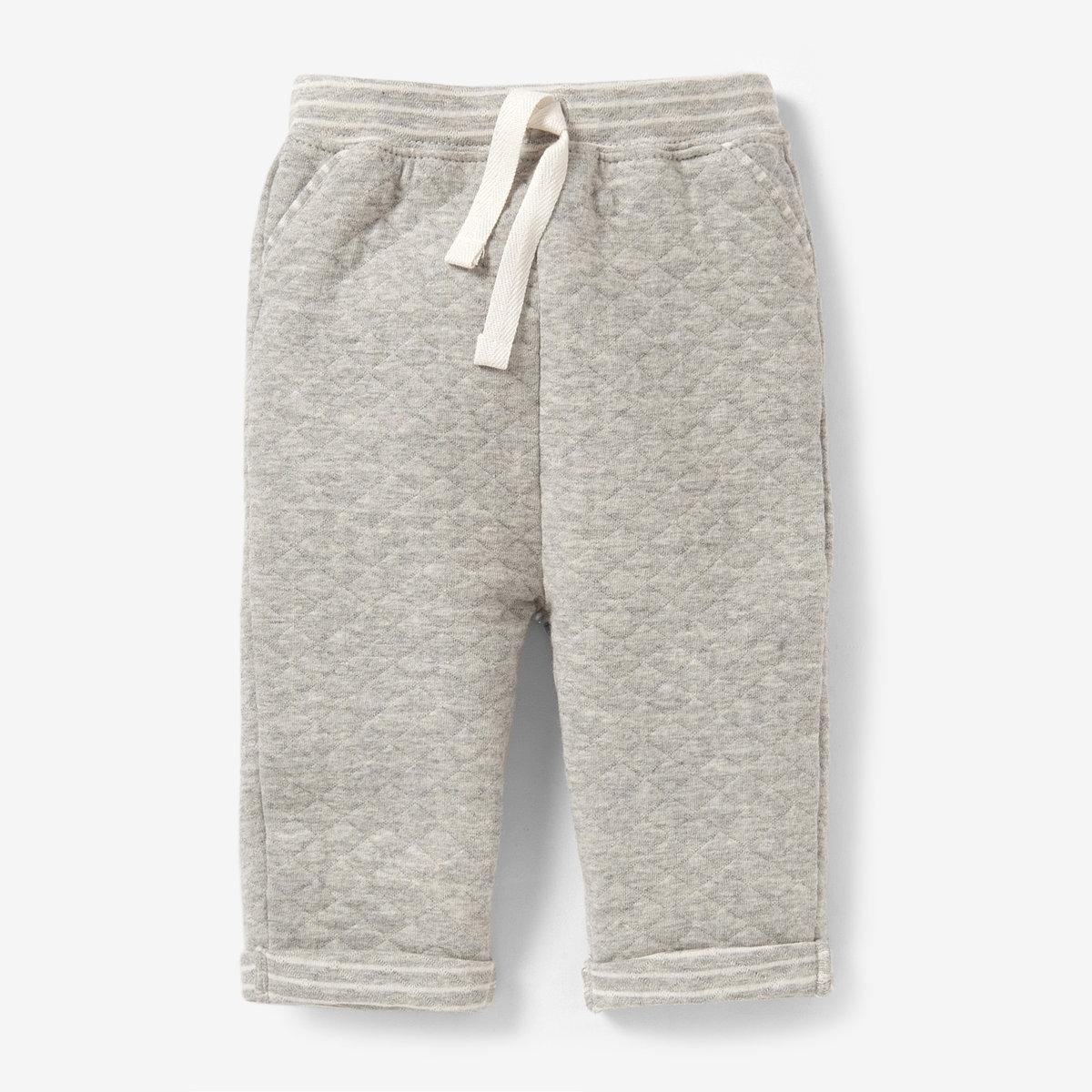 Спортивные брюки, 0 месяцев-2 годаСпортивные брюки из фантазийного мольтона, 85% хлопка, 15% полиэстера. Идеальны для вашего маленького непоседы, не сковывают в движении. Эластичный пояс с завязками. 2 ложных кармана спереди . Низ брючин с отворотами.<br><br>Цвет: белый/серый меланж<br>Размер: 0 мес. - 50 см.1 мес. - 54 см.3 мес. - 60 см.6 мес. - 67 см.9 мес. - 71 см.1 год - 74 см.18 мес. - 81 см