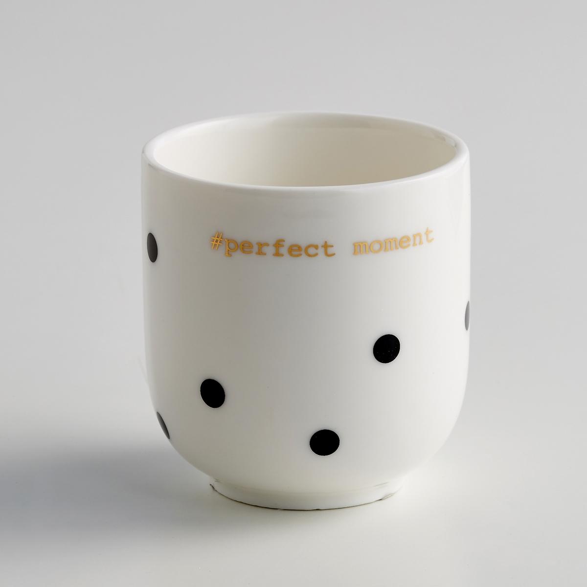 4 кружки для эспрессо из фарфора, Kubler4 кружки для эспрессо из фарфора, Kubler  . Изящный и благородный рисунок в горох чёрного цвета и золотистая надпись #Perfect moment. Характеристики 4 кружек для эспрессо из фарфора, Kubler Kubler  :- Чашки для эспрессо из фарфора  - Диаметр : 6 см.- Высота : 7 см- Объем : 150 мл - Подходят для мытья в посудомоечной машине- Не подходят для микроволновой печи  - Продаются в комплекте из 4 штук Найдите комплект посуды Kubler на нашем сайте laredoute.ru<br><br>Цвет: в горошек черный/фон белый