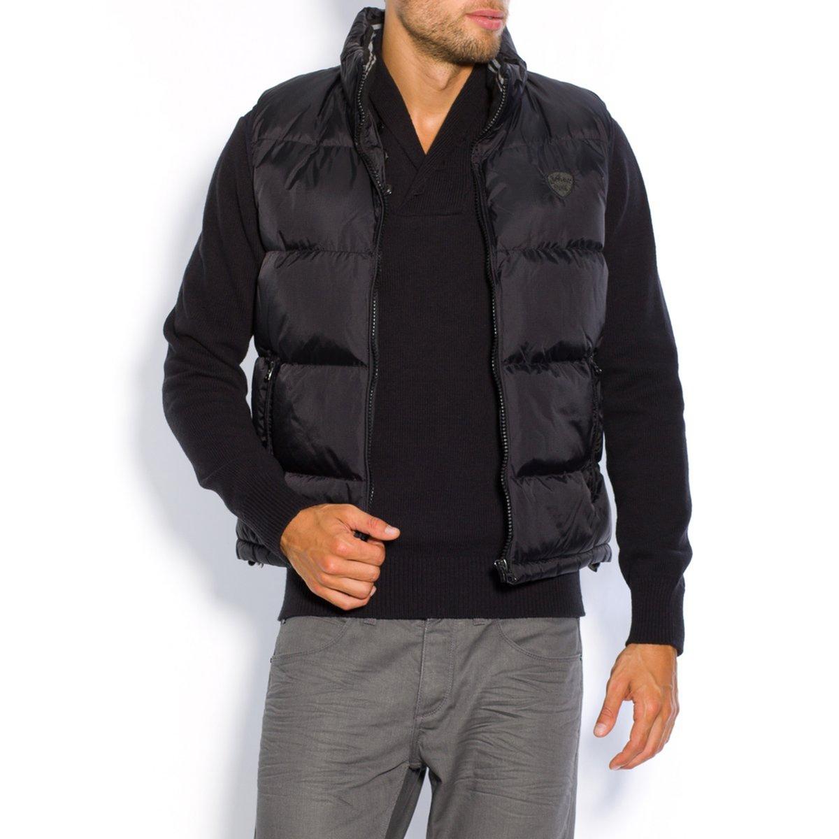 Куртка стеганая без рукавов 2108VКомфортная и теплая стеганая куртка, которую можно носить с пуловером или рубашкой.    Прямой покрой   Стеганая фактура   2 боковых кармана на молнии и внутренний карман на молнии   Стоячий воротник   Капюшон убирается в воротник   Застежка на молнию   100% полиамид, набивка 100% полиамид<br><br>Цвет: черный<br>Размер: M