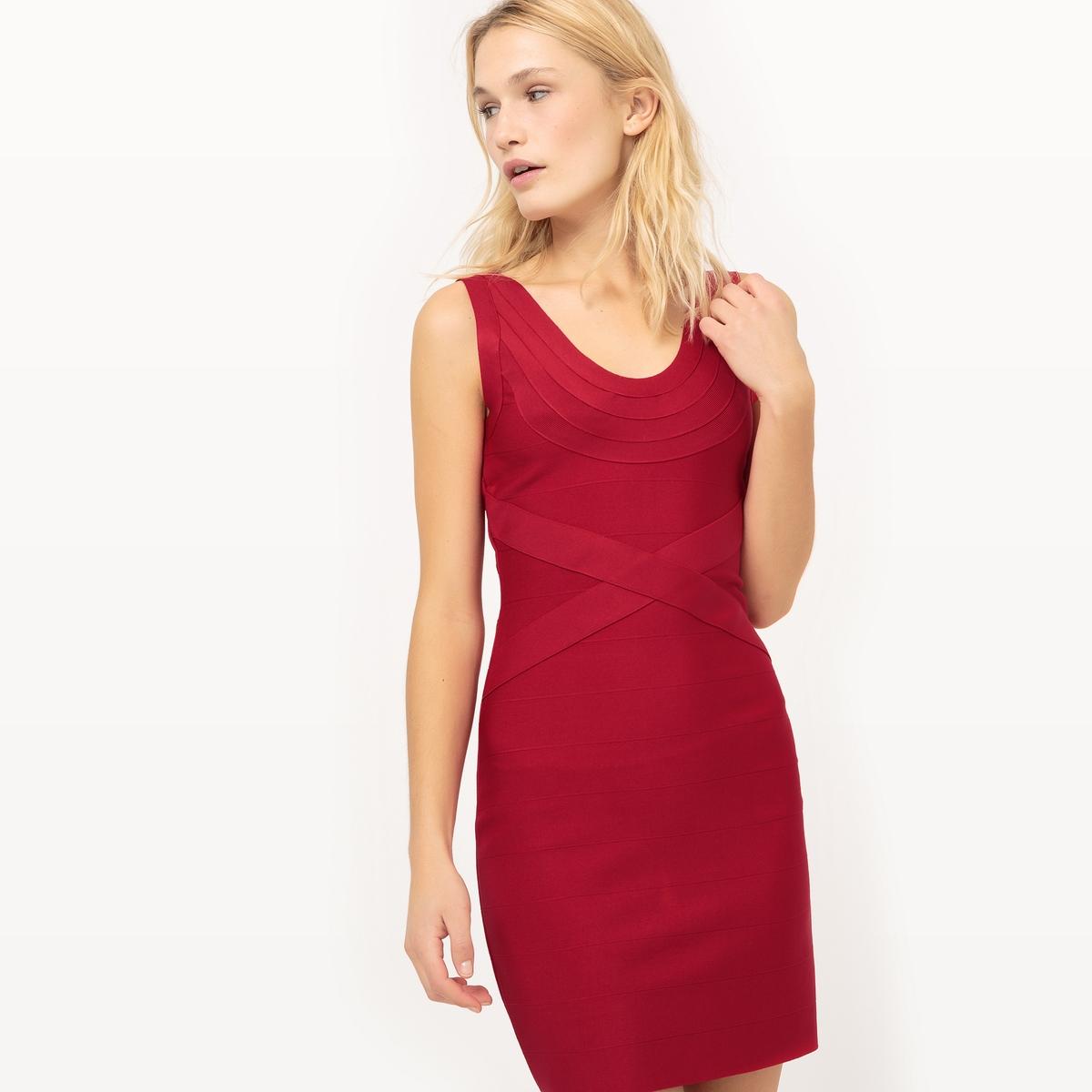 Платье без рукавов с V-образным вырезомПлатье без рукавов VERO MODA. Закругленный V-образный вырез спереди и сзади. Облегающий воротник.   Состав и описание         Материал        97% полиэстера, 3% эластана   Марка        VERO MODA<br><br>Цвет: красный<br>Размер: XL