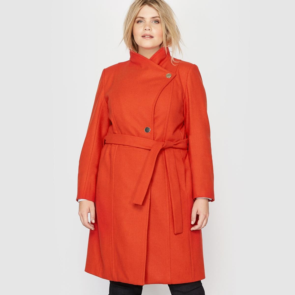Пальто средней длины, 60% шерстиПальто средней длины. Очень элегантное.Из шерстяного драпа, 60% шерсти высокого качества.Высокий воротник, можно носить с отложным воротником, застежка на пуговицу золотистого цвета.Пальто с застежкой на пуговицу золотистого цвета спереди и пуговицей на воротнике. Съемный пояс со шлевками. 2 кармана в боковых швах.Длинные рукава, 1 пуговица внизу на рукавах.Шлица сзади посередине.Внутренняя отделка с видимой прострочкой. Состав и описание :Материал : Шерстяной драп высокого качества 60% шерсти, 40% полиэстера.Подкладка 100% полиэстер.Длина : 101 см для 42 размера.Марка : CASTALUNAУход : Сухая чистка.<br><br>Цвет: красно-коричневый,серый меланж<br>Размер: 50 (FR) - 56 (RUS).48 (FR) - 54 (RUS).50 (FR) - 56 (RUS).48 (FR) - 54 (RUS)