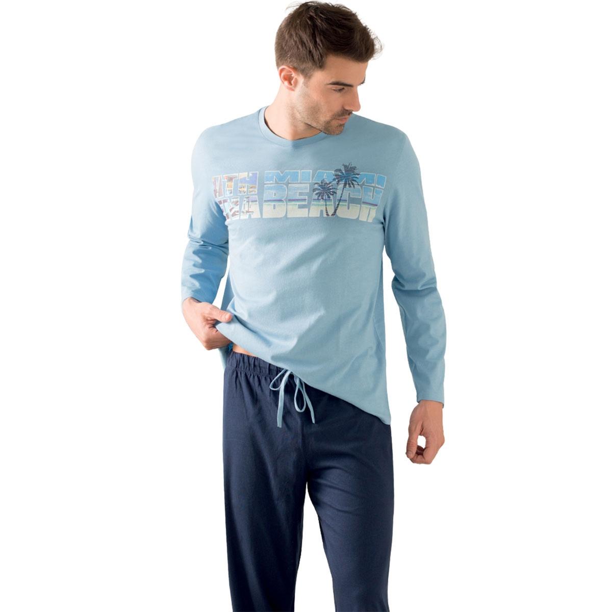 Пижама длинная, нагрудный рисунокОписание:Длинная и комфортная пижама для мужчин с нагрудным рисунком в стиле Miami Beach : длинная пижама от Athena для мужчин!Состав и описание :Пижама длинная. Футболка с рисунком и длинными рукавами. Круглый вырезБрюки с эластичным поясом и на завязках.Материал : 100% хлопок. Джерси. Марка: ATHENA.Уход :Стирать при 40° с вещами схожих цветов.Стирка и глажка с изнаночной стороны.Машинная сушка запрещена.<br><br>Цвет: синий/темно-синий