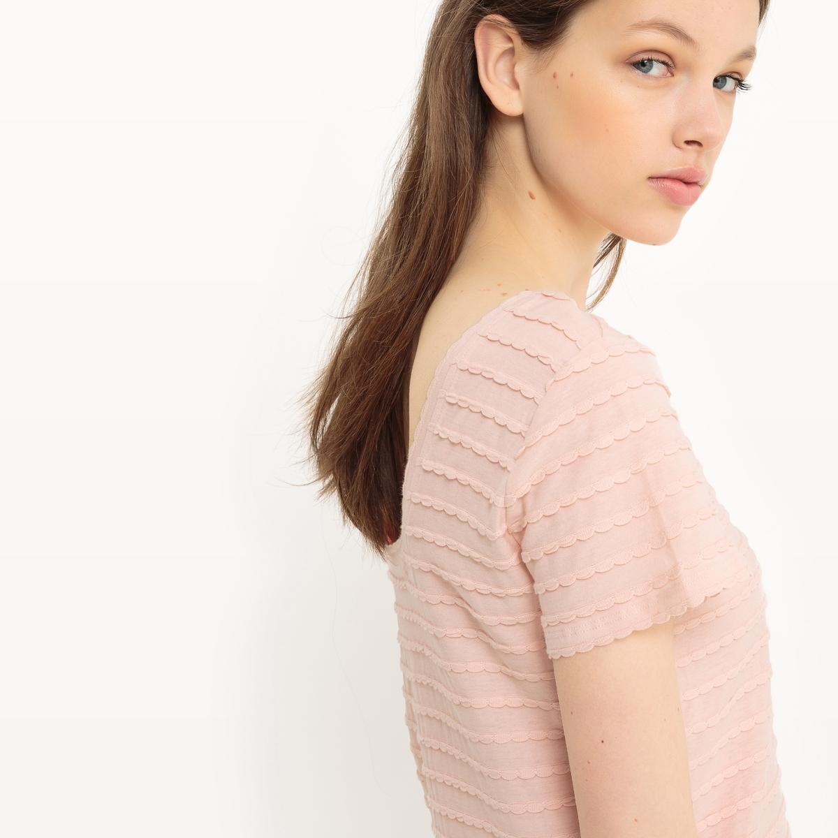 T-shirt lisa, acabamentos ondulados