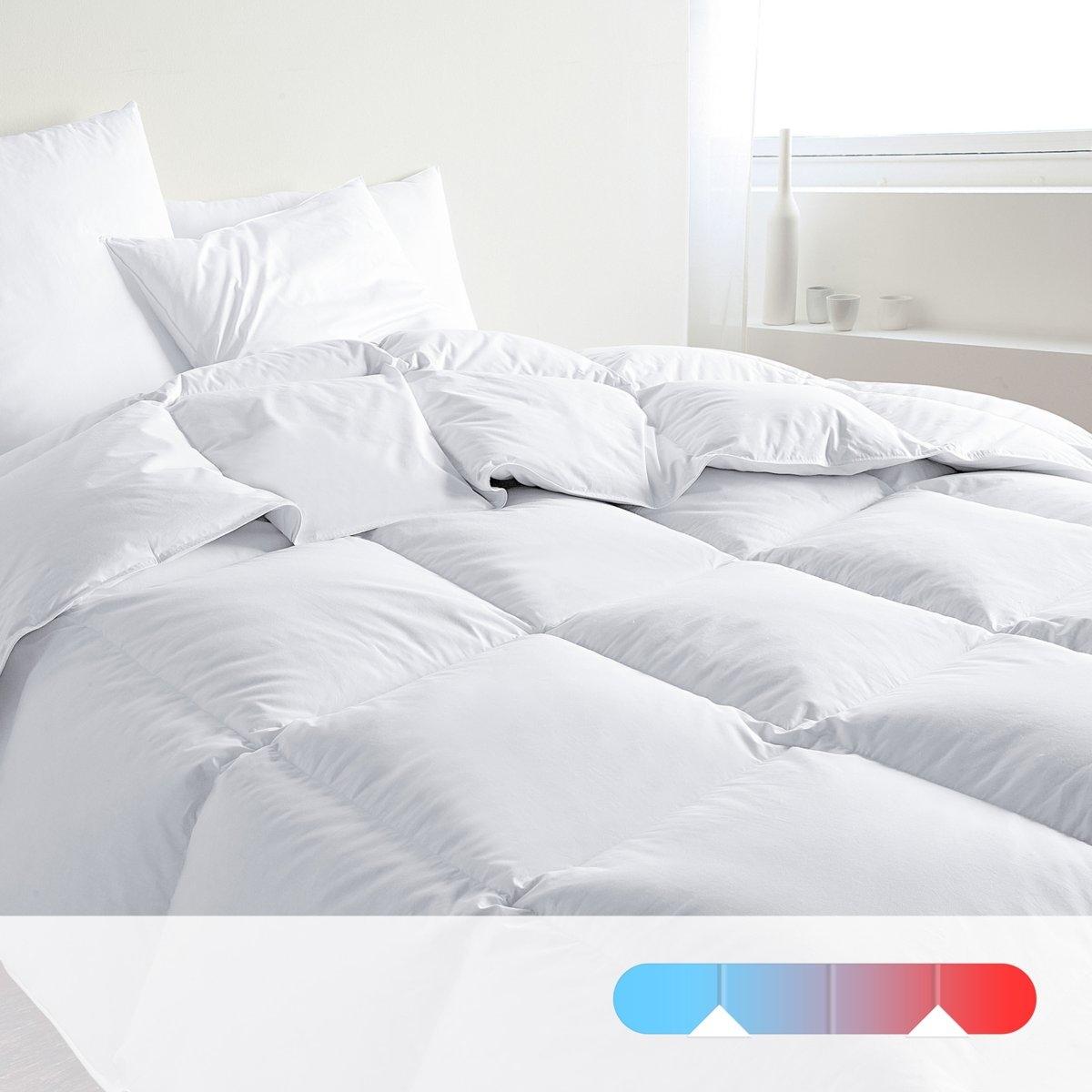 Двойное одеяло DODOДвойное одеяло DODO из натурального утиного пуха и перьев. Гарантия 100% комфорта! Наполнитель обработан Proneem® против клещей: натуральная обработка, эффективная даже после многих стирок. Одеяло 120 г/м? для лета, 1 одеяло 250 г/м? для межсезонья, оба одеяла соединяются завязками для зимы. Наполнитель: 50% утиного пуха, 50% перьев с обработкой Proneem® против клещей. Чехол: перкаль, 100% хлопка. Отделка белым кантом. Простежка квадратами. Стирка при 30°. Поставка в чехле.<br><br>Цвет: белый