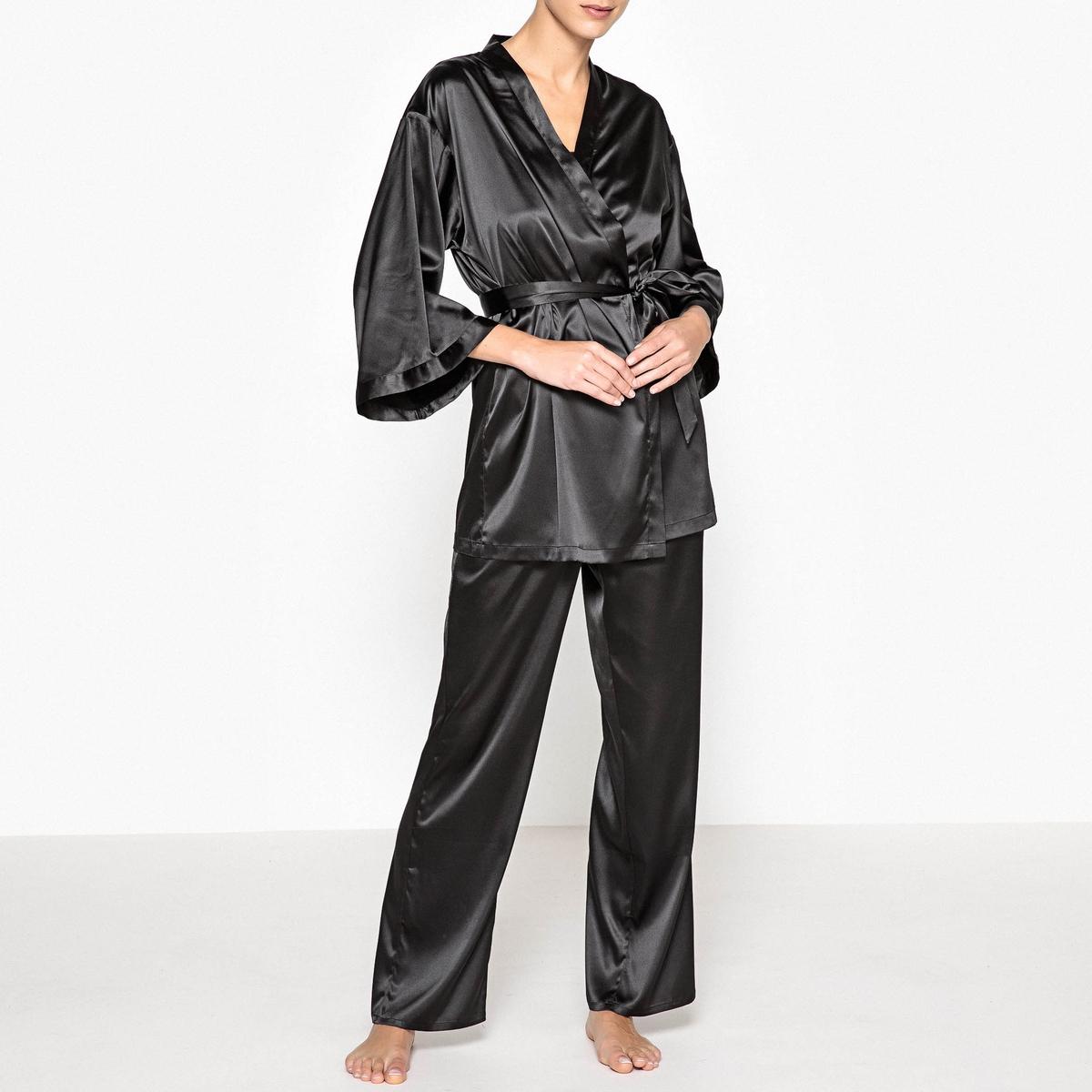 Пижама сатиновая из 3 предметовОписание:Современная пижама из 3 предметов с халатом-кимоно, на пике модных тенденций. Идеальная для моментов расслабления. Состав и описаниеПижама из 3 предметов прямого покроя, верх без рукавов, с V-образным вырезом. Халат-кимоно с рукавами 3/4. Пояс на талииМатериал : 96% полиэстера, 4% эластанаРазмеры : Халат-кимоно : 79,40 смВерх : 64 смДлина по внутр.шву : 76 смУход :  Стирать при 30° с вещами схожих цветов Стирка и глажка с изнаночной стороныМашинная сушка запрещена<br><br>Цвет: черный