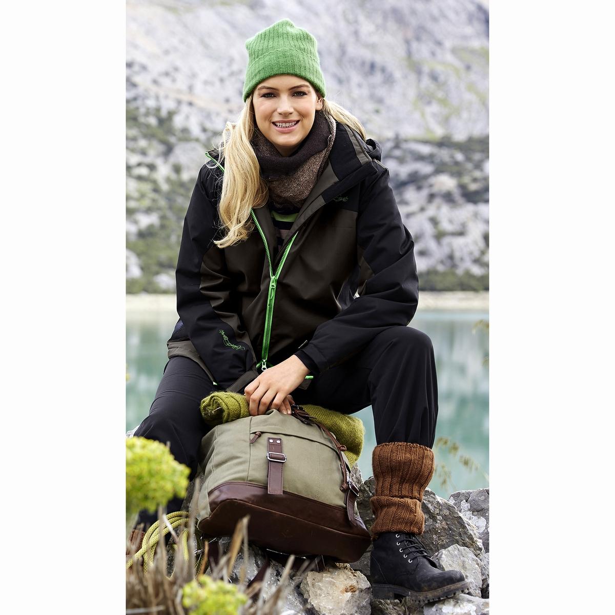 КурткаКуртка, можно также носить в качестве лыжной куртки, двухцветная и функциональная : защищающая от ветра, непромокаемая, дышащая. Куртка на тонкой подкладке со съемным капюшоном, застежка на молнию, 2 кармана на молнии. Длинные рукава, края рукавов на резинке с регулировочной планкой. Вшитая подкладка, частично из флиса. Длина в зависимости от размера 74-82 см.<br><br>Цвет: каштановый<br>Размер: 44/46 (FR) - 50/52 (RUS).52/54 (FR) - 58/60 (RUS).48/50 (FR) - 54/56 (RUS)