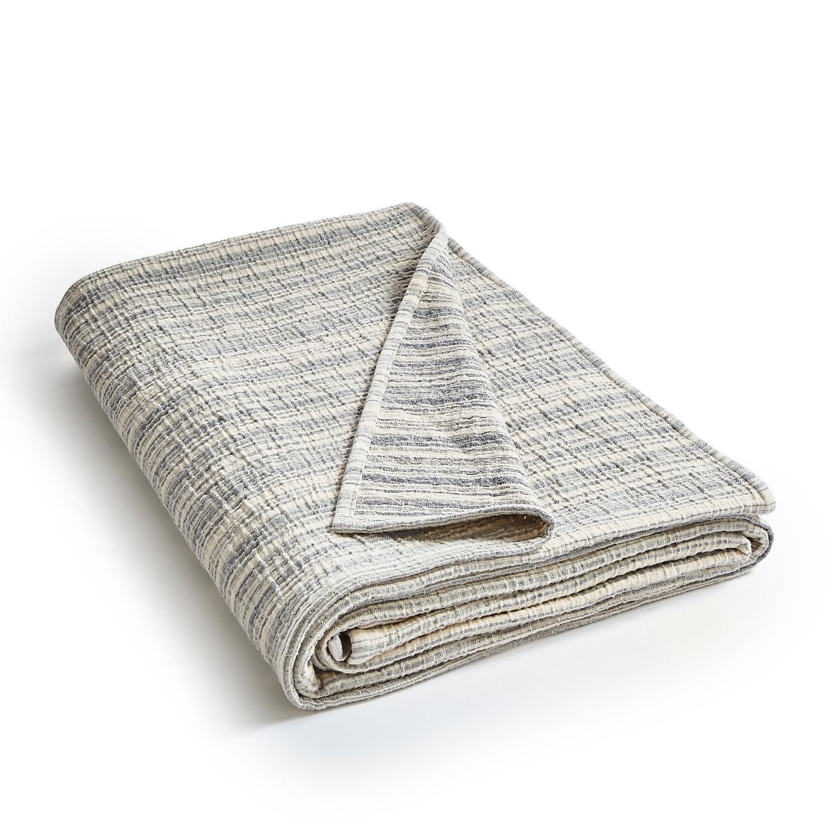 Плед из хлопковой жаккардовой ткани, LotzaПлед Lotza. Переход тонов от цвета экрю к синему цвету, очень приятная на ощупь стеганая жаккардовая ткань.Материал : - 100% хлопокУход :- Машинная стирка при 40 °С. Размеры : - 180 x 230 смЗнак Oeko-Tex® гарантирует, что товары прошли проверку и были изготовлены без применения вредных для здоровья человека веществ.<br><br>Цвет: индиго