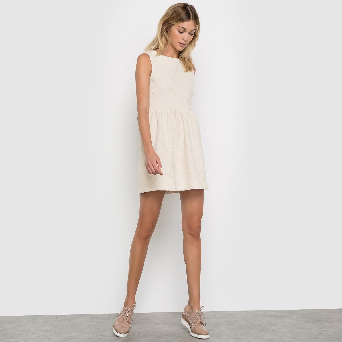 Платье без рукавов COMPANIA FANTASTICA, Micaela DressПлатье без рукавов Micaela Dress от COMPANIA FANTASTICA . Однотонное приталенное платье с небольшими сборками на поясе . Молния сзади. Круглый вырез. Состав и описание  :Материал : 100% хлопкаМарка : COMPANIA FANTASTICAМодель : Micaela Dress<br><br>Цвет: белый