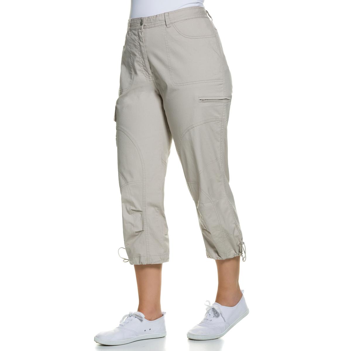 Брюки 7/8Брюки 7/8 ULLA POPKEN с большим количеством карманов. Отличные брюки для спортивного и свободного наряда. Пояс со шлевками, частично эластичный, края брючин с эластичными завязками . 97% хлопка, 3% эластана. Длина по внутр.шву ок.. 58 см<br><br>Цвет: бежевый
